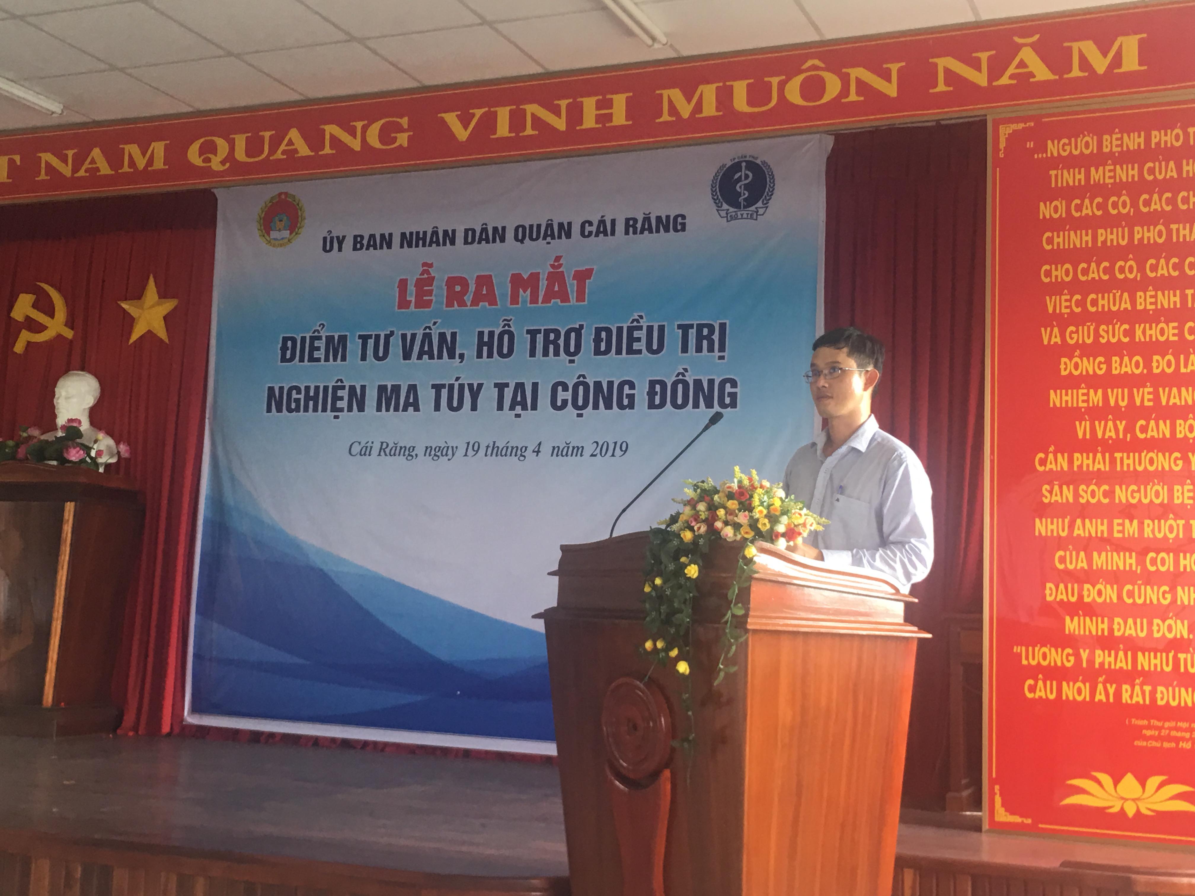 BSCKII Hà Tấn Vinh GĐ TTYT quận Cái Răng thông qua quy chế hoạt động điểm tư vấn, hỗ trợ điều trị nghiện ma túy tại cộng đồng