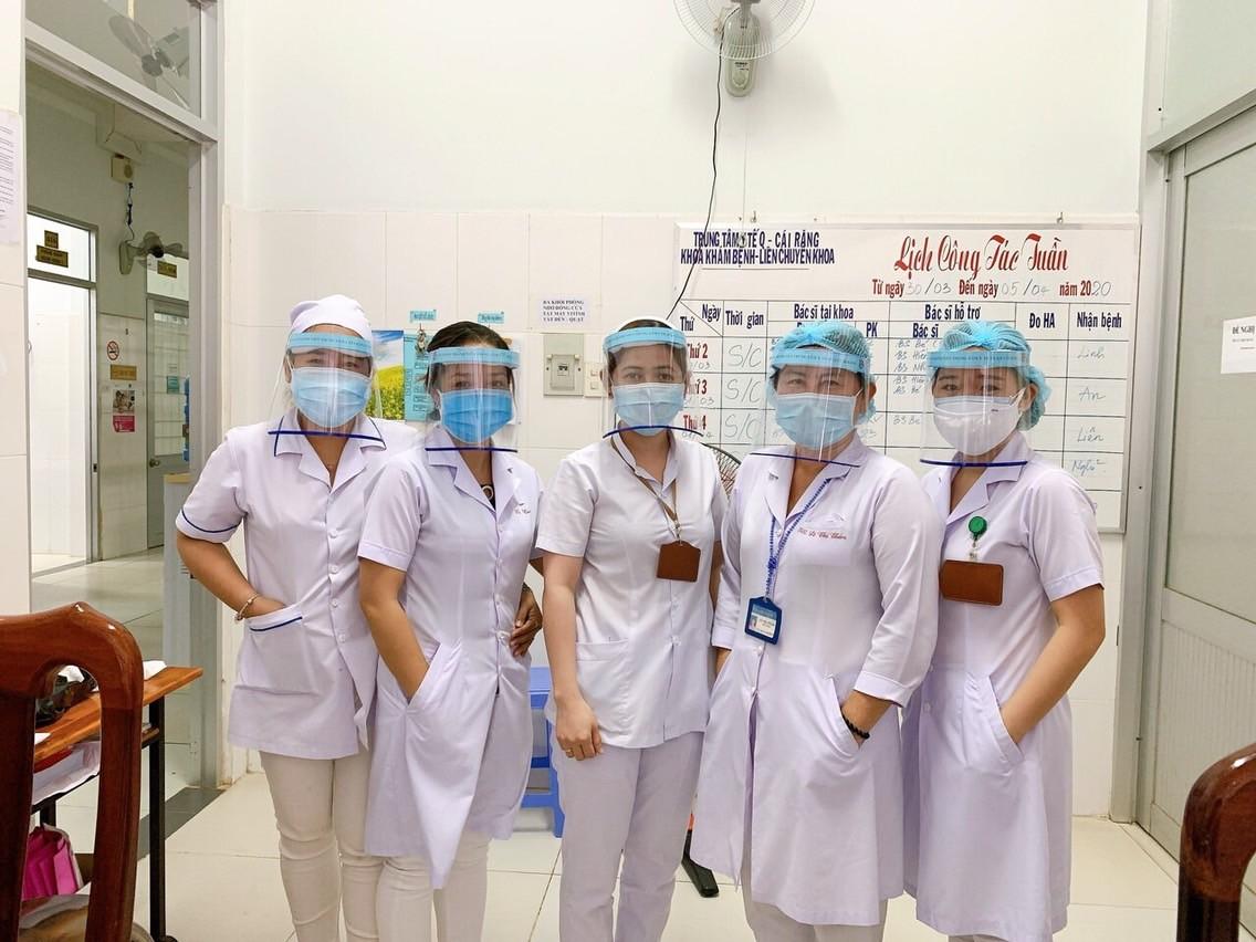 Món quà ý nghĩa được các đoàn viên thanh niên gửi đến đội ngũ y bác sĩ của các khoa/phòng tại trung tâm